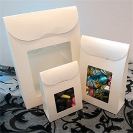 Caixa com pala branca com janela 90x45x130 mm