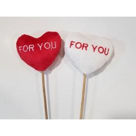"""Coração """"Four You"""" branco e vermelho felpudo com 7x6 cm com pico"""