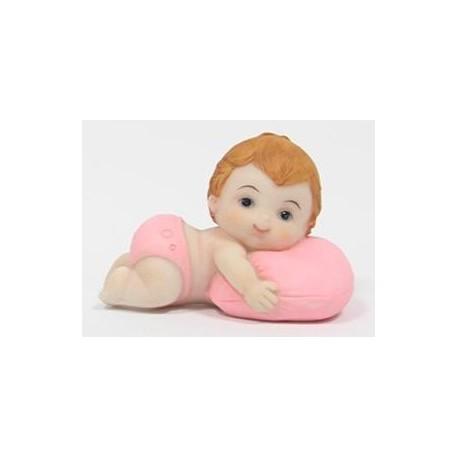 Menina deitada com almofada 7,5 cm