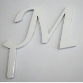 Letra M em acrílico com 6 cms altura